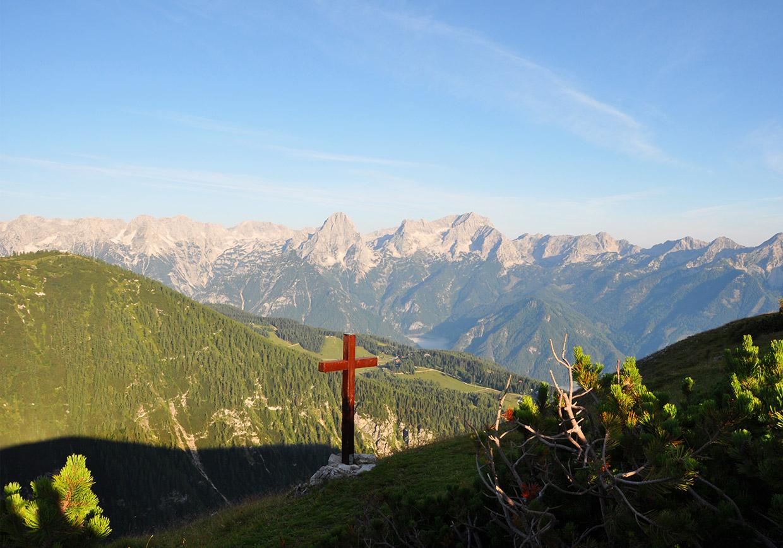 wandern, gipfelkreuz, berggipfel, traumwetter, bergwandern, familienwandern