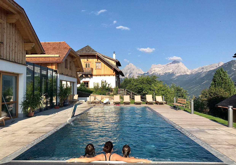 baumschlagerberg, wellness, pool, aussenpool, ausblick, berge, warmwasserpool, entspannung