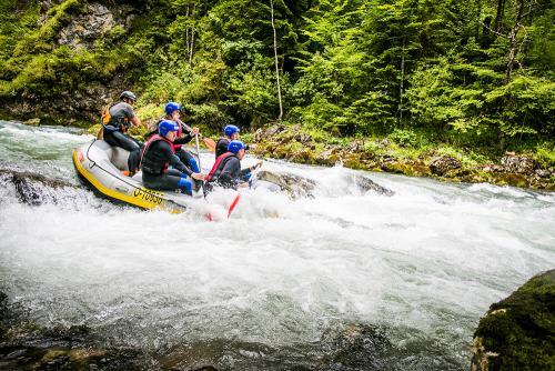 g-aktivurlaub-canyoning-schlucht-fluss-floss-teambuilding