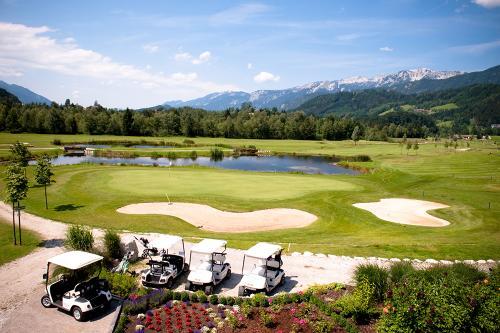 g-aktivurlaub-golfplatz-caddy-golfen-entspannung-par-gehen