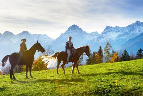 g-aktivurlaub-pferde-ausreiten-berge-natur-urlaub