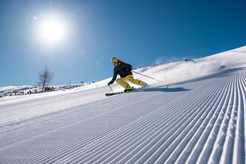 g-aktivurlaub-schifahren-rodeln-bobfahren-bergab-winter-schnee-piste
