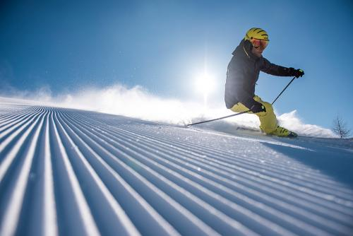 g-aktivurlaub-schnee-berge-skifahren-schifahren-bergab