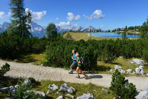 g-aktivurlaub-wandern-walken-berge-urlaub-wetter-bewegung-gesund