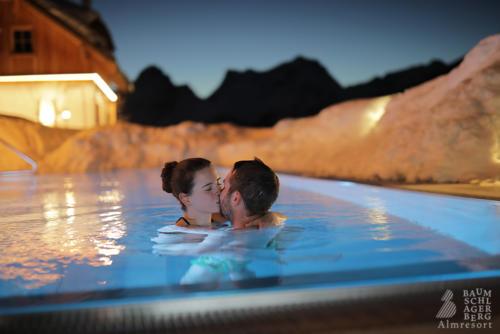 g-baumschlagerberg-wellness-pool-nacht-romantik-sauna-entspannung-ruhe