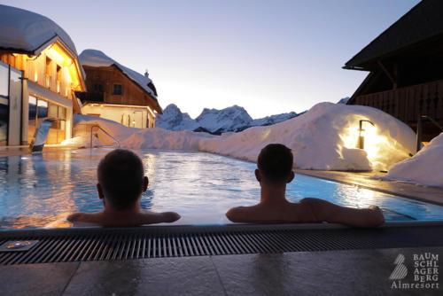 g-baumschlagerberg-wellness-romantik-romantikurlaub-winter-schnee-aussenpool-sauna