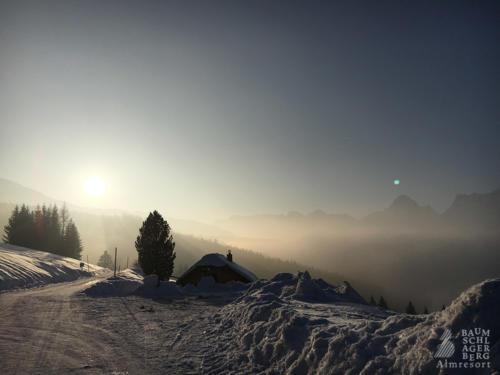 g-huetten-winter-landschaft-traumaft-schnee-schifahren