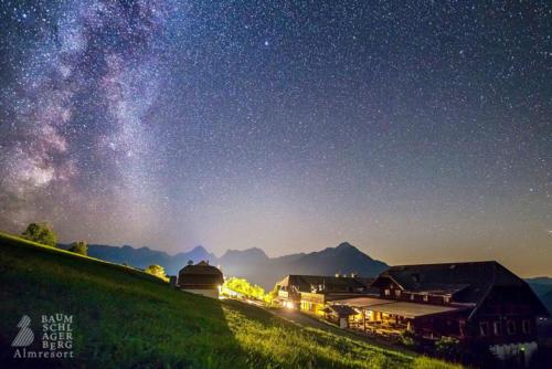g-hutten-sternenhimmel-ausblick-baumschlagerberg-vorderstoder-nacht