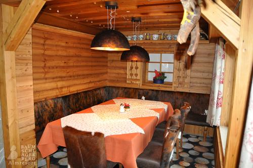 g-kulinarik-essen-berge-aussicht-winter-sommer-huette-flair-ambiente