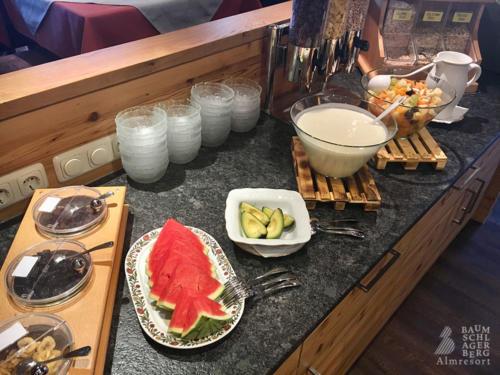 g-kulinarik-fruehstueck-hausgemacht-selbstgemacht-lecker-mhm-berge-urlaub