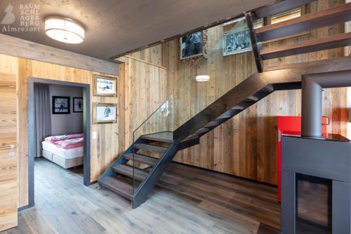 g-panorama-chalet-huette-luxus-aufgang-zweistoeckig-etage-gemuetlich-kamin-kuscheln-winter
