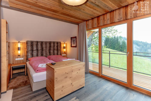 g-panorama-chalet-schlafzimmer-doppelzimmer-doppelbett-huette-schoen-ruhig-gemuetlich-schlafen