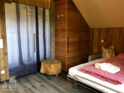 g-panorama-chalet-uebernachtung-betten-doppelbett-luxus-ausblick-erholung-hochzeitsreise-jahrestag