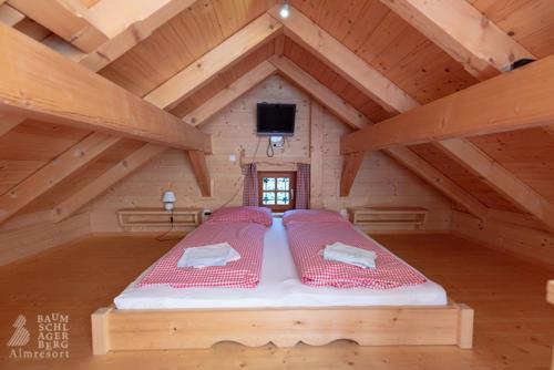 g-panorama-hutte-schlafzimmer-doppelbett-sterne-urlaub