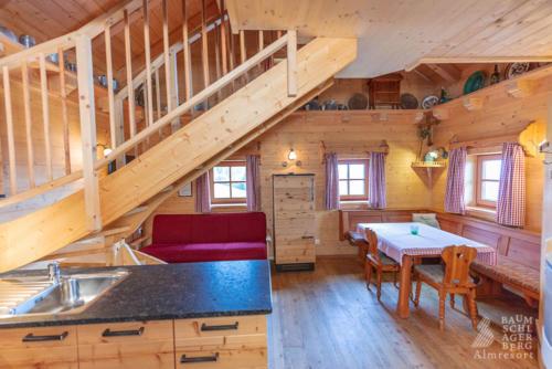 g-panorama-hutte-stube-esszimmer-familienurlaub-gemuetlich-winterurlaub-herbstferien