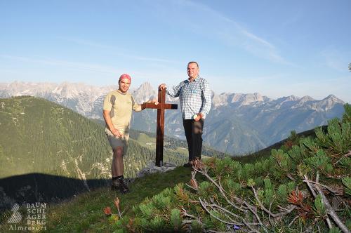 g-wandern-gipfel-besteigen-gipfelkreuz-erfolg-urlaub-berge