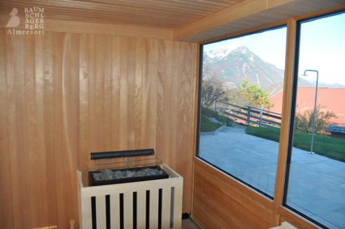 g-wellness-sauna-ausblick-baumschlagerberg-berge-sauna-entspannung